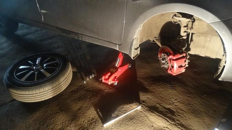 Как поменять задние и передние тормозные колодки на Hyundai Solaris
